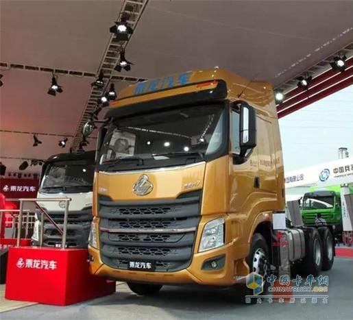 2015年全新乘龙H7的发布也标志着东风柳汽成为国内首家切换新一代卡车的厂家