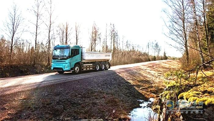 沃尔沃电动概念卡车运输途中