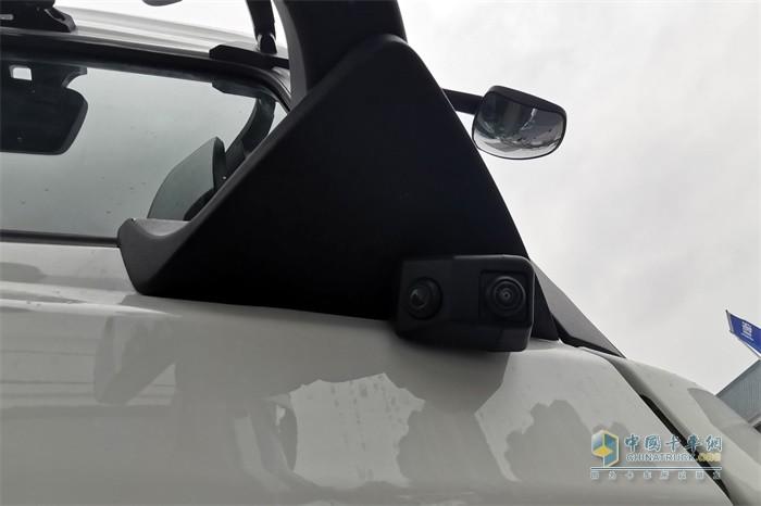 陕汽德龙X6000后视镜下面为盲区摄像头
