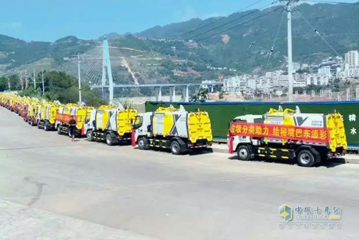 徐工压缩式垃圾车批量交付湖北巴东