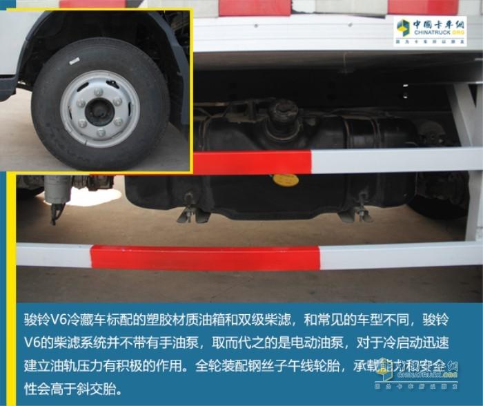 骏铃V6冷藏车标配塑胶材质油箱与双级柴滤