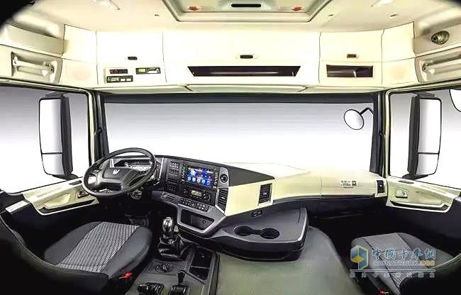 联合卡车国六LNG新车型驾驶安全舒适