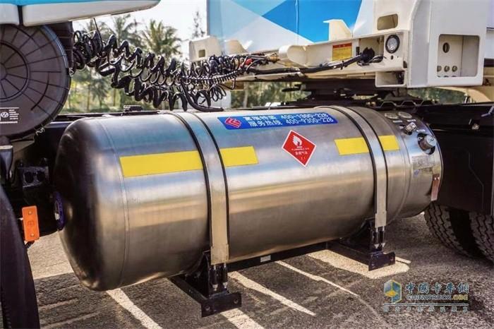 """智能重卡采用的是全球首创的""""LNG+12AMT组合""""清洁能源动力系统"""