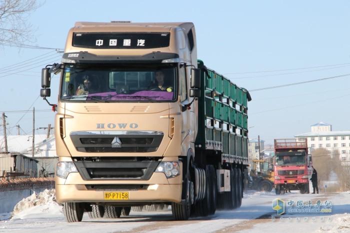中国重汽豪沃T7轻量化牵引车