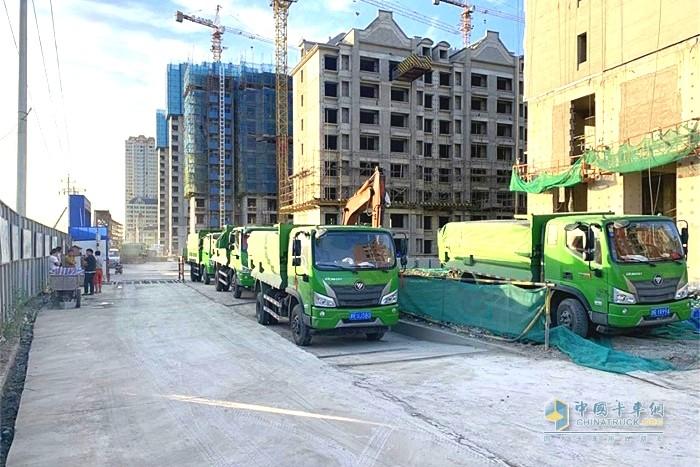 福田瑞沃ES3 4x2自卸车在工作区