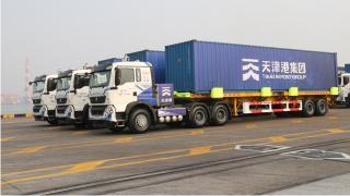 全球首秀!中国样板!中国重汽25辆智能纯电动集卡完成整船作业