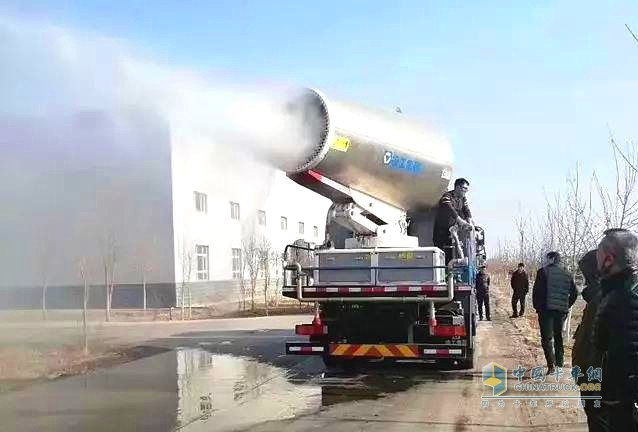 徐工多功能抑尘车对新疆库尔勒全市进行消杀作业