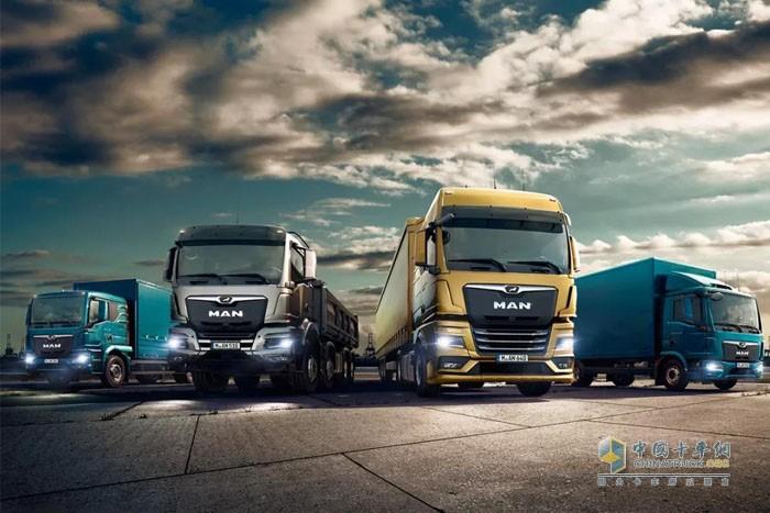 曼恩全新一代TG系列拥有黄金玉、无烟煤灰以及幻影蓝三种主打色彩