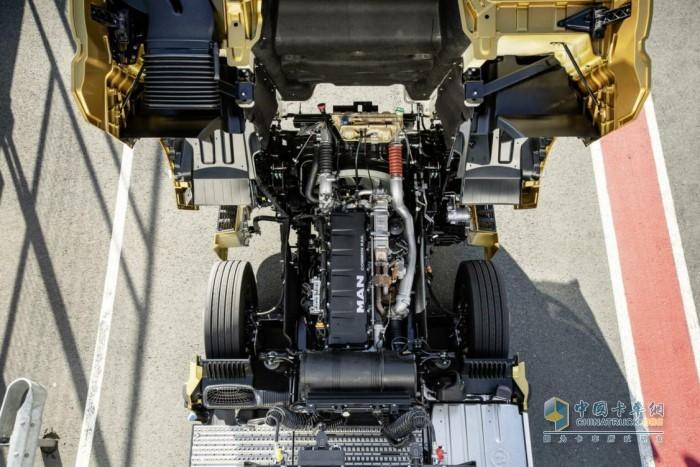 全新曼恩TGX搭载排量15.4L的D38发动机