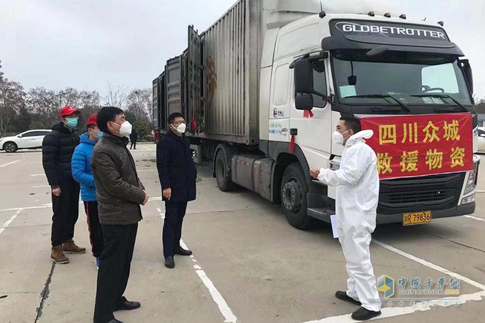 2月早上8点,李明与刘忠源按时将蔬菜运输到目的地