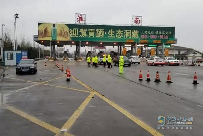 当地疫情管控,高速路通道暂时关闭