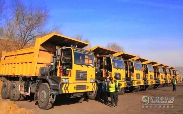 搭载潍柴WP12发动机的宽体矿用自卸车交付山西客户