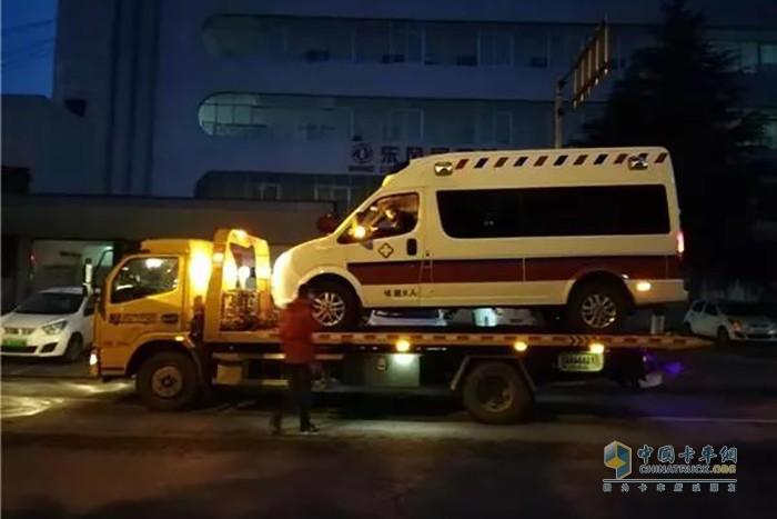 将东风御风监护型救护车送达协和武汉红十字会医院