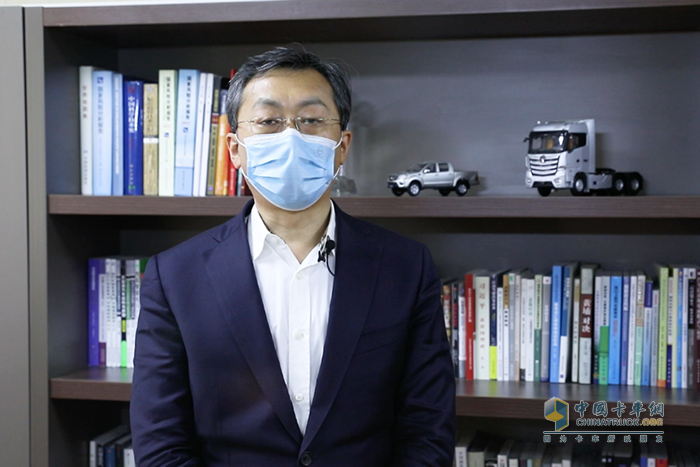 福田汽车集团党委书记、总经理巩月琼介绍为公路物流复工复产提供的相关支持