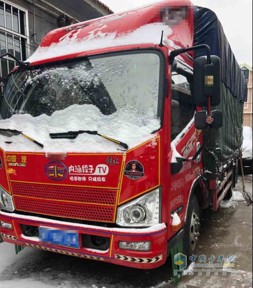 雪中的解放J6F