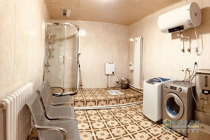 红岩驿站的洗浴间