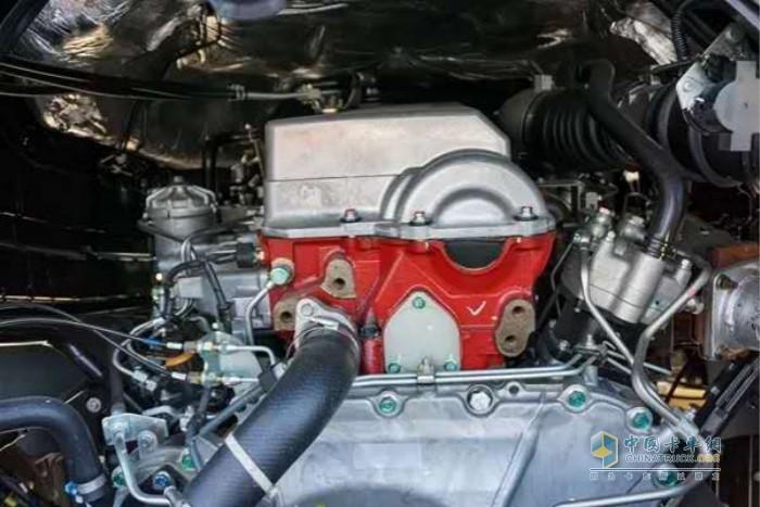 广汽日野700臻值系牵引车(大马力版)搭载日野纯进口E13C发动机