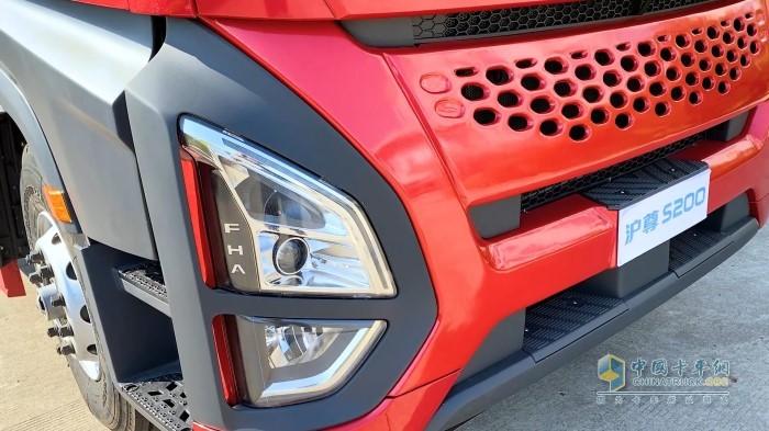 沪尊S200全系标配LED大灯和日间行车灯