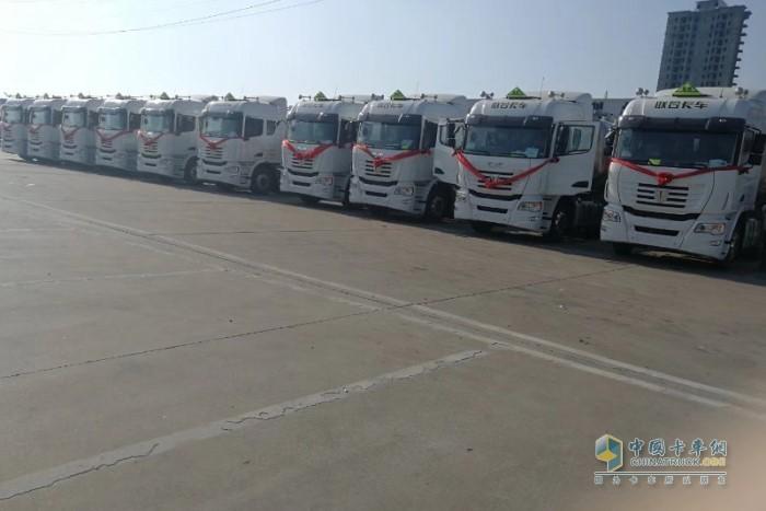 联合卡车危化品运输车