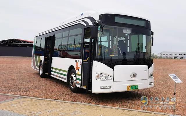 解放10.5米纯电动公交客车