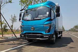安全效能卡车飞碟汽车W系列下线