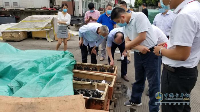 东风康明斯服务总监刘建国与服务团队走访成都擎帮旗舰站