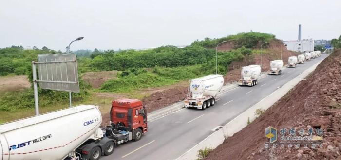 重庆地区批量高强度轻量化碳钢粉罐车交付