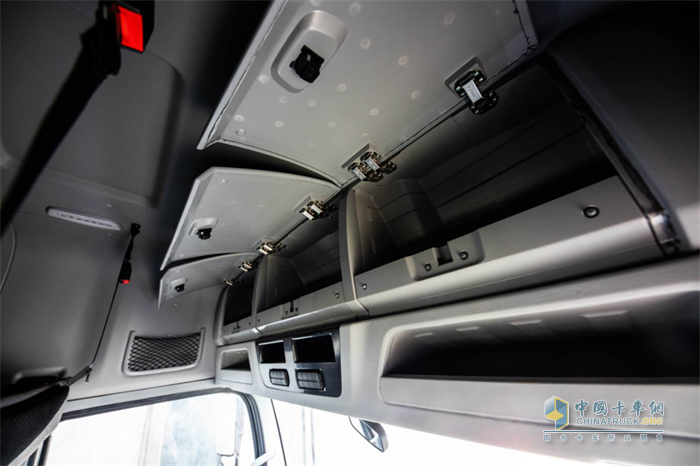 欧航R系列高顶双卧产品-超大储物空间