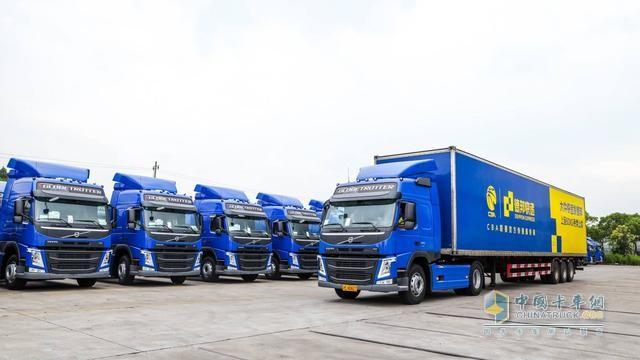 德邦快递与沃尔沃在上海举办新车交接仪式