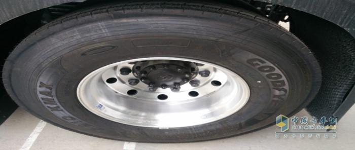 检查轮胎面
