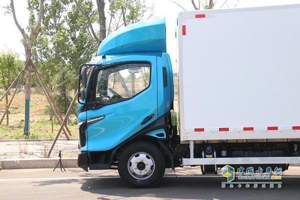 飞碟汽车W系列产品安全舒适