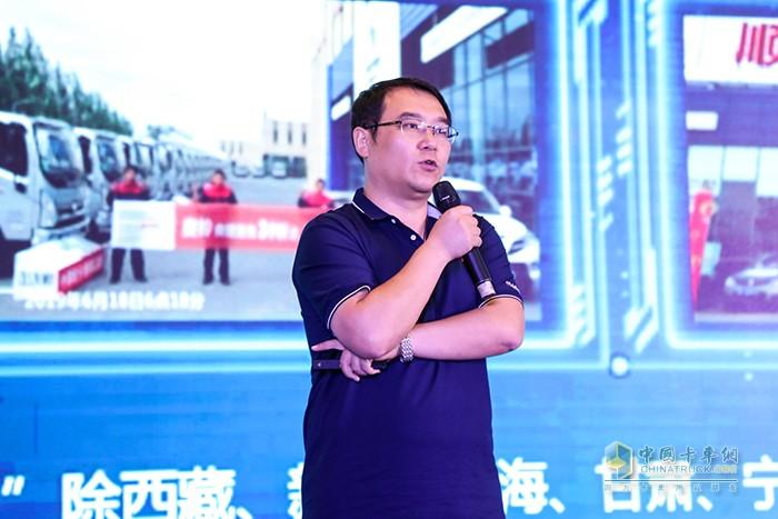 奥铃服务与配件部高级经理陈永辉先生讲解奥铃六大王炸服务
