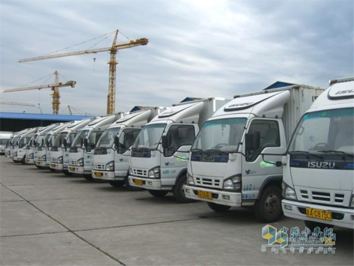 北京超市发配送中心的庆铃五十铃卡车