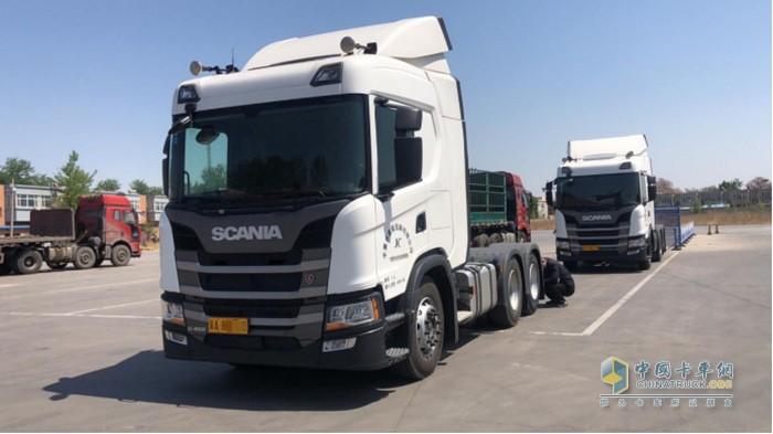 辛集市集程运输有限公司内的两辆斯堪尼亚G450