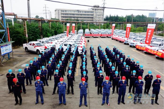 首批152台庆铃国六产品交付