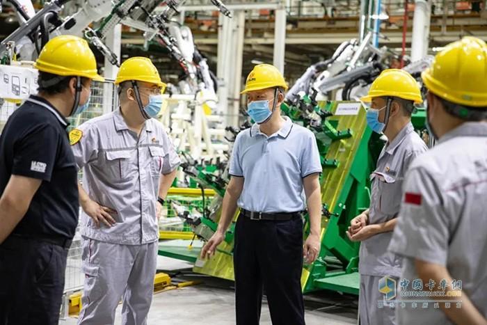 东风公司党委常委、副总经理杨青到东风商用车有限公司开展调研工作
