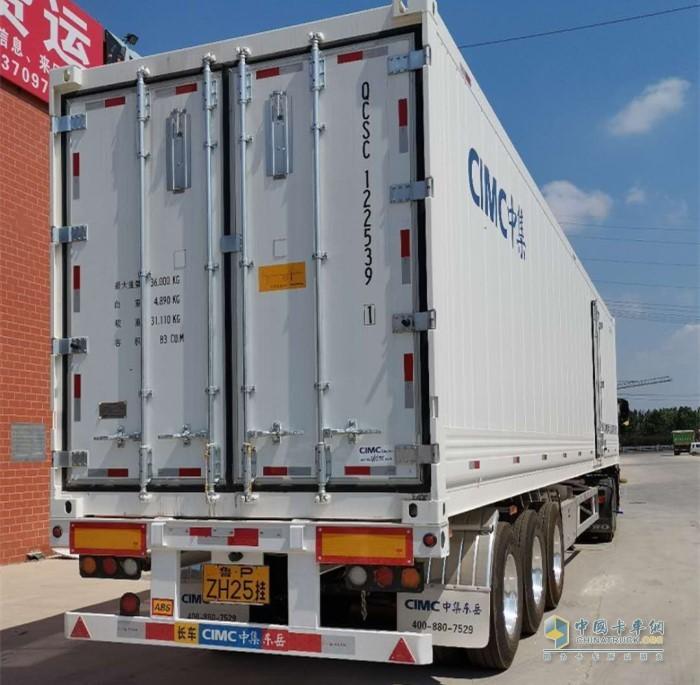豪沃T7H冷藏车搭载中集挂车