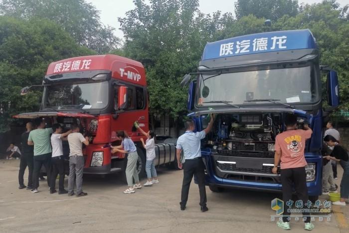 组织学员参观陕汽展厅、总装车间及车身车间