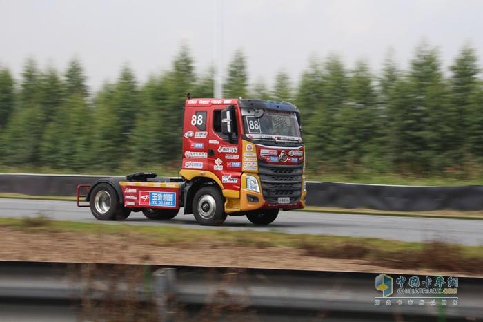 乘龙H7 2018款在中国卡车公开赛赛场上的风采