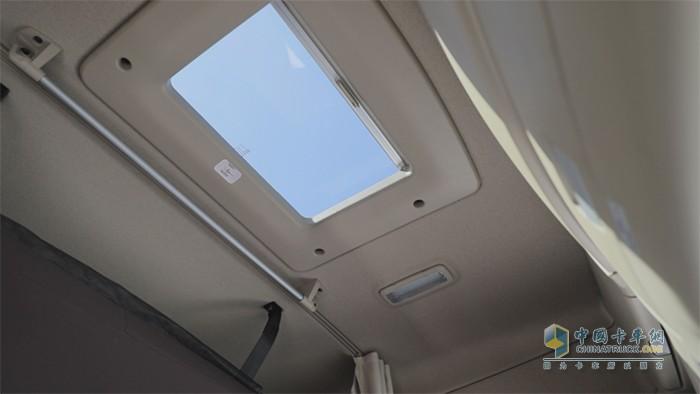 带遮阳防虫网的电动天窗
