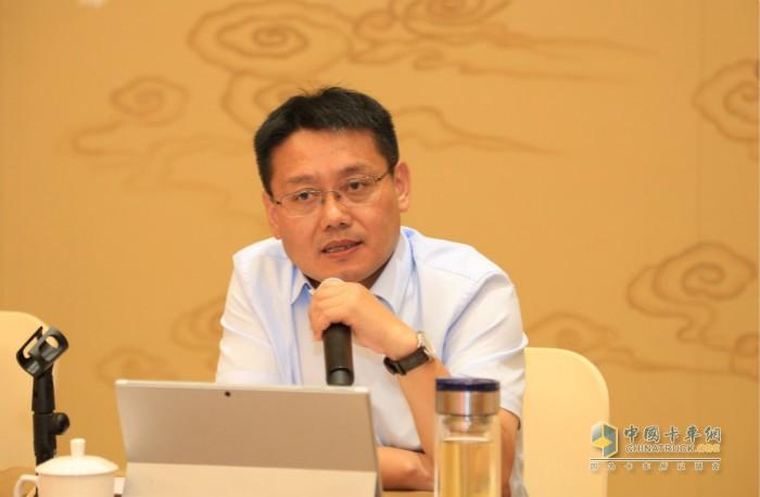 江淮轻型商用车营销公司总经理张先华解答媒体提问