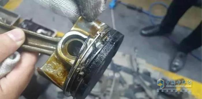 正常工作的柴油机是闻不到机油味的