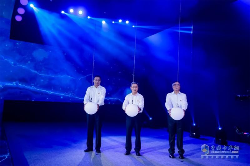 胡汉杰、王志才、钱恒荣三位领导共同启动J6L精英版上市