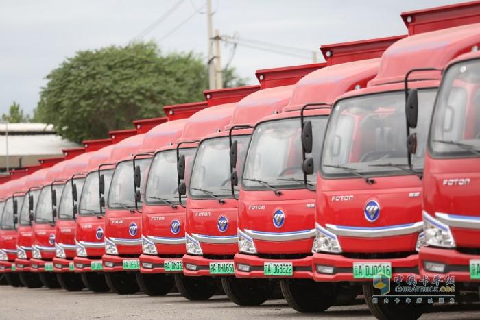 仪式现场交付的首批40台欧马可智蓝新能源纯电动物流车