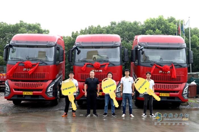 一汽凌源与上海飞升国际物流有限公司(智运天下)沪尊S200交车仪式