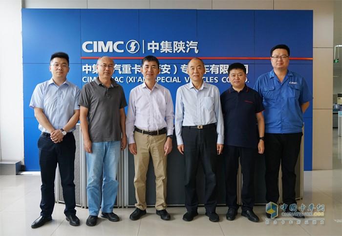 左起:闫东、王锐明、秦钢、刘震环、孔飞、李楠