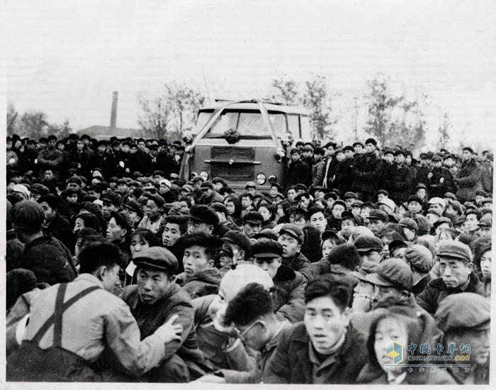 第一辆黄河牌JN150载货车诞生