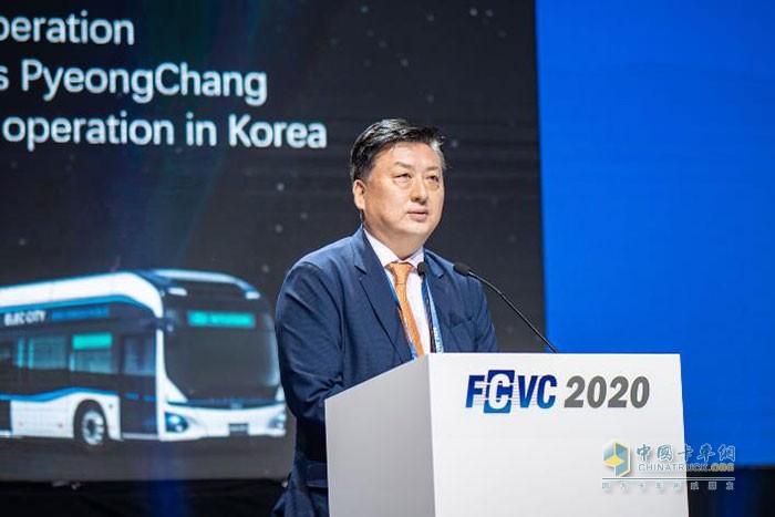 现代商用汽车(中国)有限公司总经理林坰泽先生发表演讲