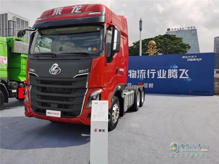 明星产品1—乘龙H7 3.0牵引车