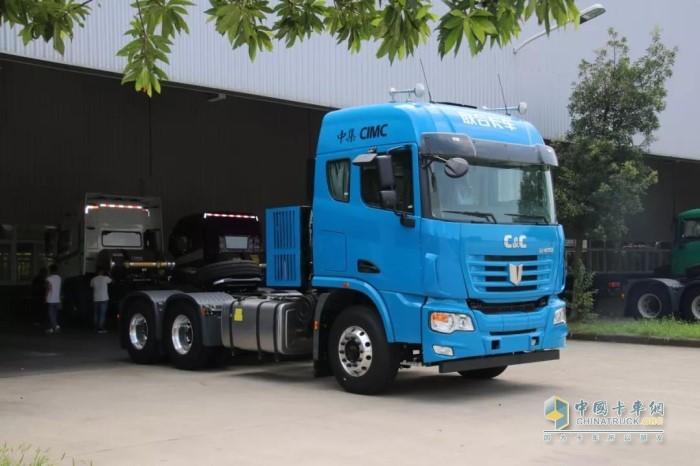 联合卡车6x4非插电混动牵引车